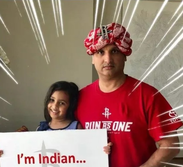 Rockets Fan with I'm Indian Curry Sign Brought a Draymond Green Donkey Sign to Game 2