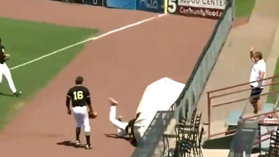 College Baseball Player Dove Headfirst into the Tarp to Make a Catch