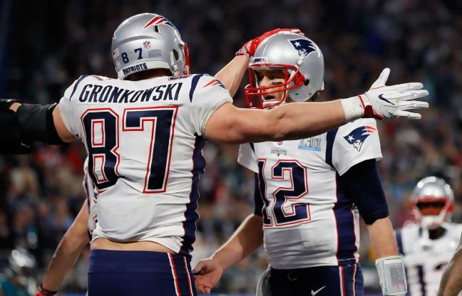 Rob Gronkowski Approves of Tom Brady Eating Ass