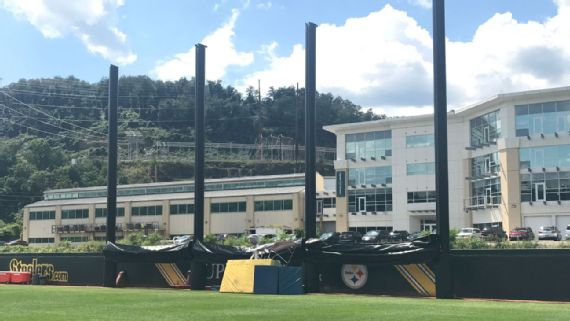Pittsburgh Steelers Build Privacy Structure