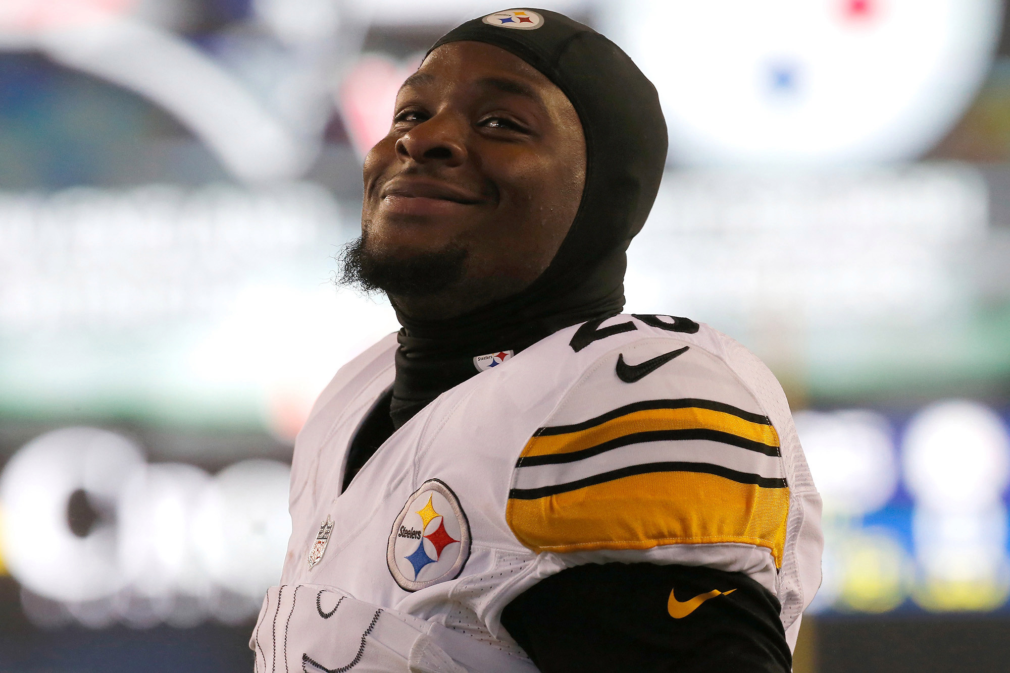 "Source Says Le'Veon Bell ""Has His Eyes on the Colts"""